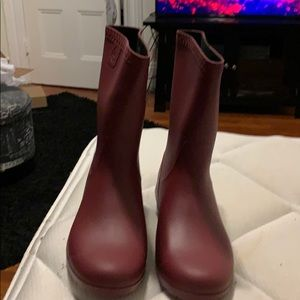 Size 10 Ugg Sienna Matte Rainboot Garnet Color